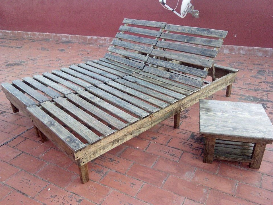 DIY Pallet Chaise Lounge Chairs