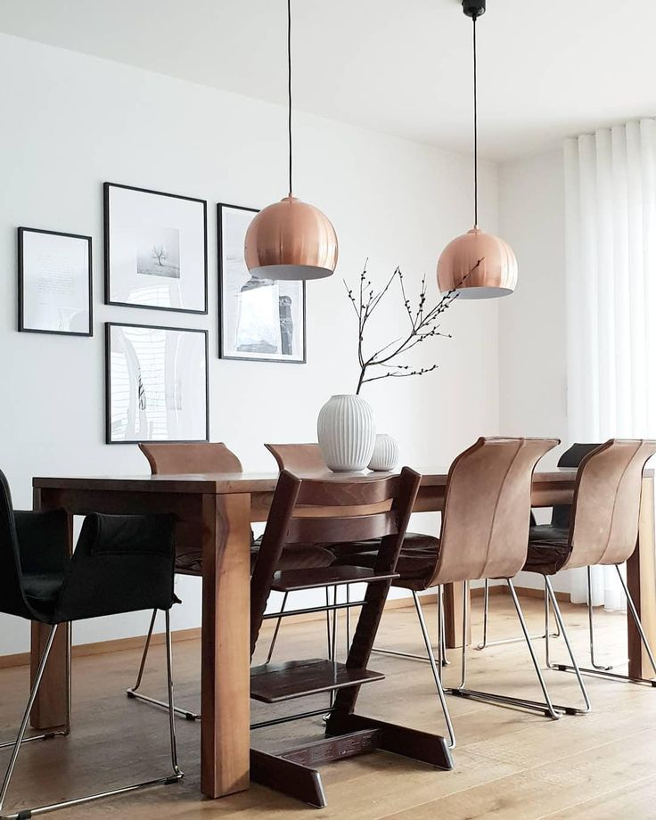 Dark Wood! A beautiful dining table and chairs in dark wood, combined with … -…