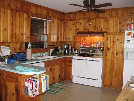Decorating ideas for Tracy's knotty pine kitchen – Readers, chip in! – Retro Renovation