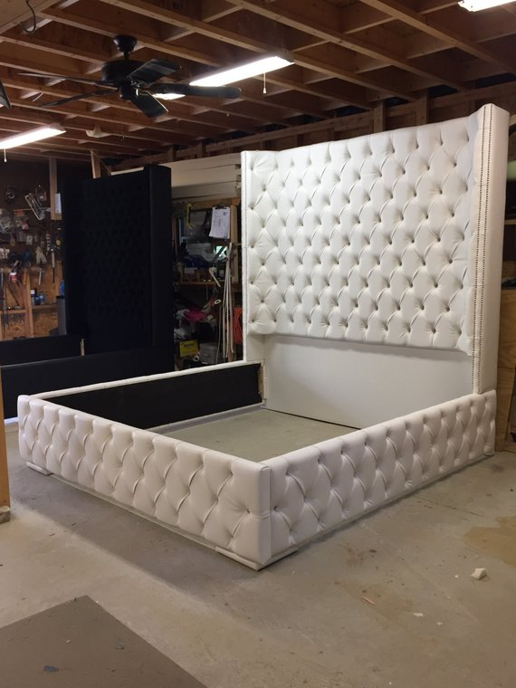 GRATIS SHIPPING White King Size Tufted Bed Lussuoso Wingback Letto Tufted Letto Bianco con Nickel Nailheads Bedroom Mobili