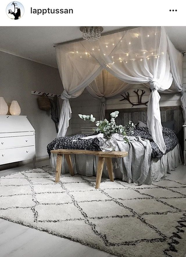 Love this canopy bed!