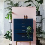 Pink wall with dark blue chest of drawers. Home Decor Inspiration Home Decor Hom... - Wohneinrichtung