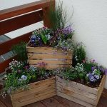 Veranda in front of the house #rusticgardenfence - Porch Decorating Ideas
