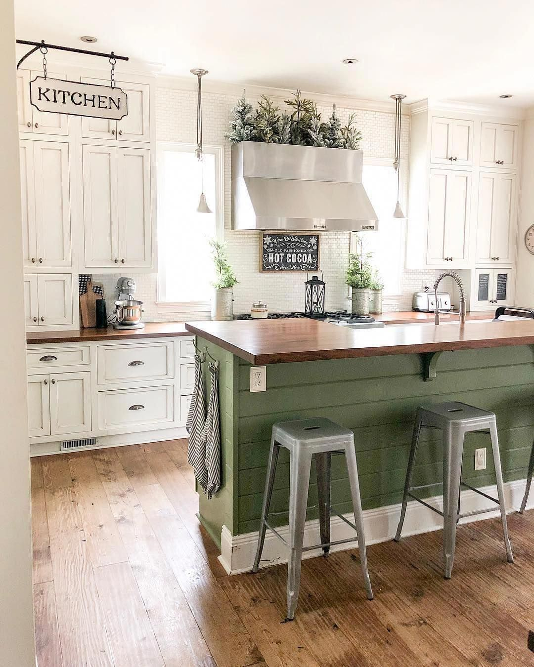 Welcome to this beautiful, light, bright #farmhouse #Kitchen! What a gorgeous sh…